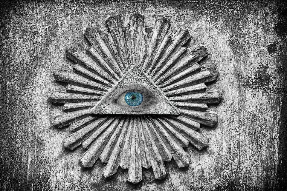 Konspirační teorie a proč jim lidi věří 👀